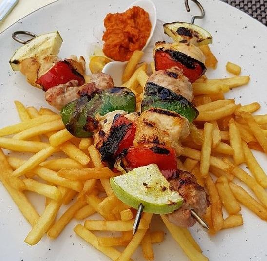 Fleisch- und Gemüsespiesse